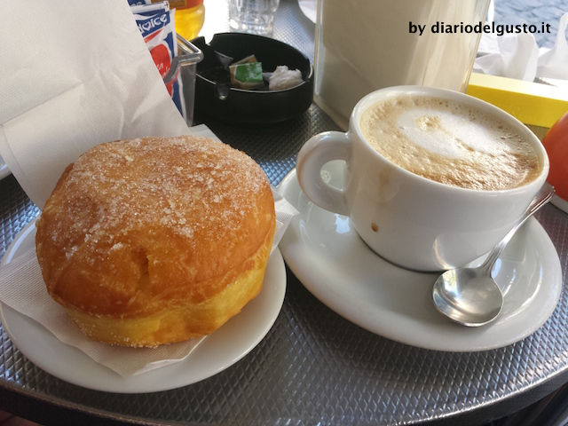 Foto Panna e cioccolata Bomba alla crema e cappuccino
