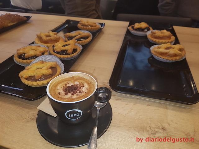 Foto Crostatine e cappuccino