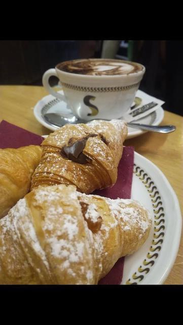 Foto Cornetti e cappuccino al cioccolato Sciascia Caffè Mazzini