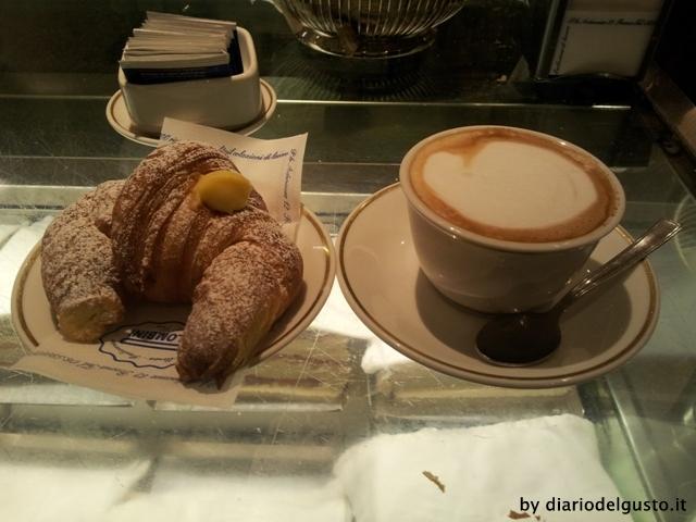 Palombini Foto Cornetto alla crema e cappuccino